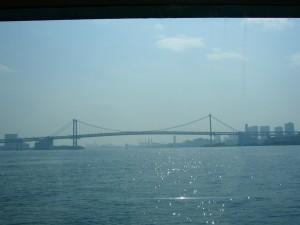 船から臨むレインボーブリッジ