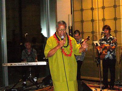 KONISHIKIパパも歌う、そして