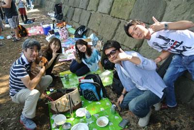 右から、木部さん、笹村さん、れいなさん、ともちゃん、Hanaと僕