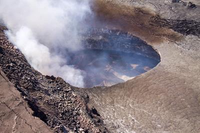 キラウエア火山火口, (C) USGS