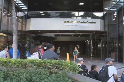 ザンザバーが入っているワイキキトレードセンター, (C) KHON2