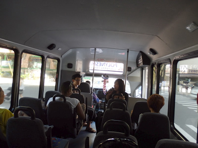 送迎バスでオアフ島ミニ観光