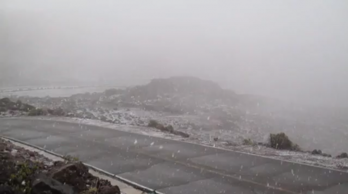 Snow atop Haleakalā / Image: Richard Harris, Maui Now. Com