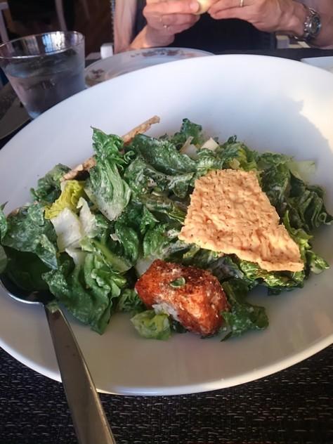 大皿ででてきたシーザーズサラダ