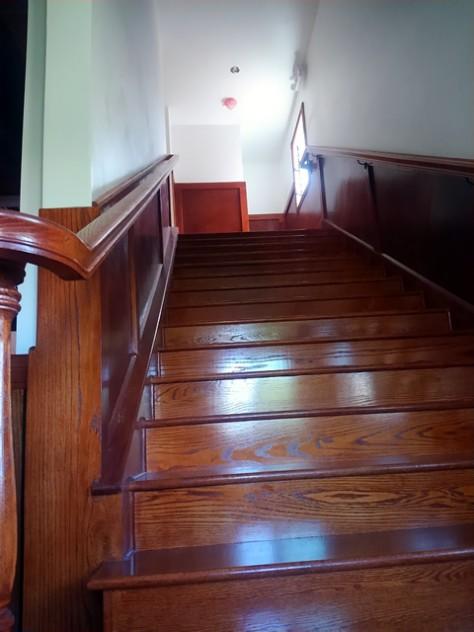 部屋がある二階への階段