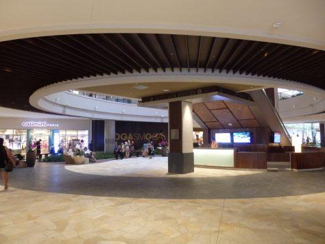 1階フロアー(クヒオ通り側)