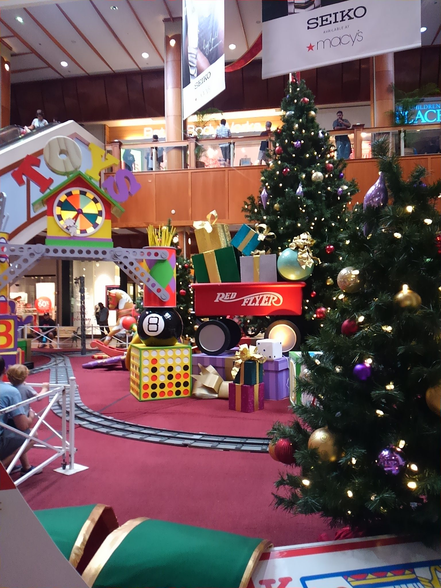 クリスマスのショッピングモール