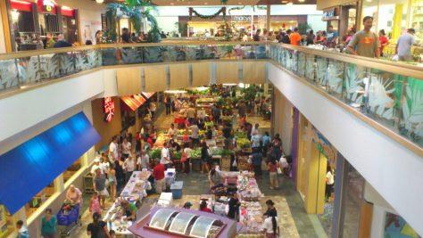 ショッピングモールは人であふれる