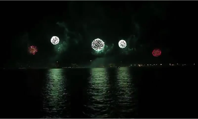 大晦日のハワイ4島打ち上げ花火